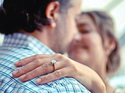 couple bague de fiançailles