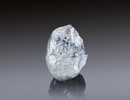 Alrosa propose un diamant brut rare de 242 carats aux enchères à Dubaï le 22/3